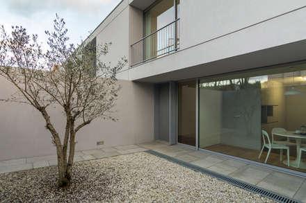 doze casas: Jardins de Inverno modernos por murmuro
