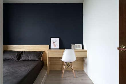 Residence | Kaohsiung 毓品 李宅:  臥室 by E&K宜客設計
