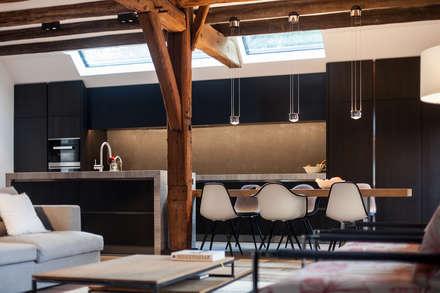 luxe leefkeuken: moderne Keuken door Bob Romijnders Architectuur & Interieur