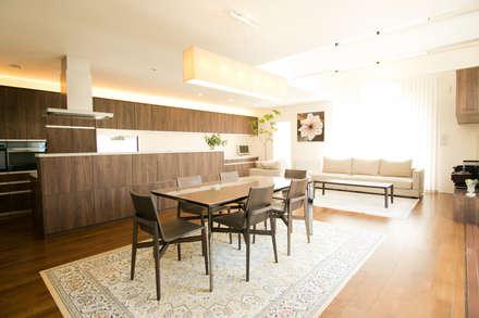 盛岡市住宅: 中居敬一都市建築設計が手掛けたダイニングです。