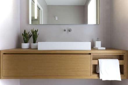 bathroom: Bagno in stile in stile Moderno di Didonè Comacchio Architects