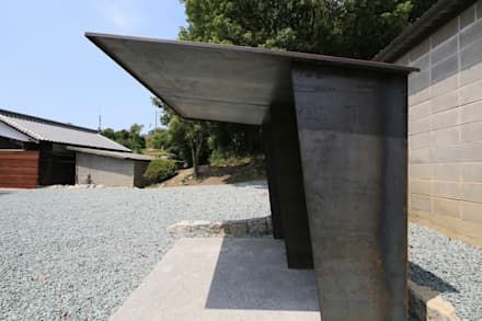 Garage/Rimessa in stile in stile Asiatico di 髙岡建築研究室