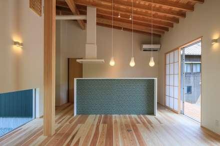 agata house: 髙岡建築研究室が手掛けたダイニングです。