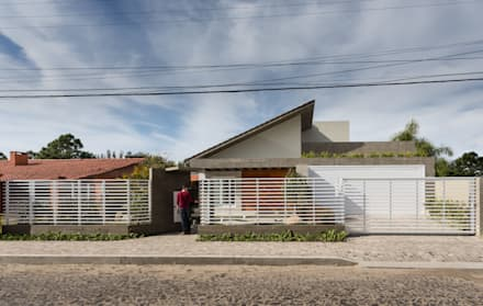Lean-to roof by Ramella Arquitetura