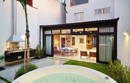 Jardines zen de estilo  por ODVO Arquitetura e Urbanismo