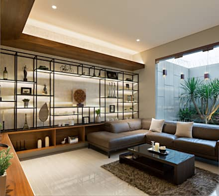 Living Room:  Ruang Keluarga by INERRE Interior