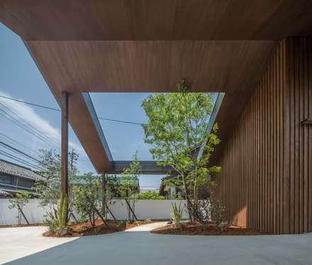 ガレージ: 武藤圭太郎建築設計事務所が手掛けたガレージです。