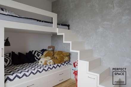 Rodzina na swoim: styl , w kategorii Pokój dziecięcy zaprojektowany przez Perfect Space