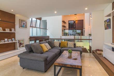 Budisari Residence:  Ruang Keluarga by ARCHID