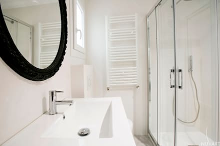 DETALLE BAÑO : Baños de estilo ecléctico de NUVART