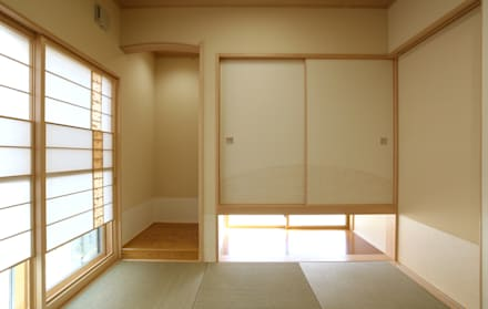 modern Media room by 吉田設計+アトリエアジュール