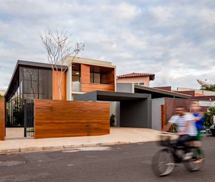 Casas prefabricadas de estilo  por Estúdio HAA!