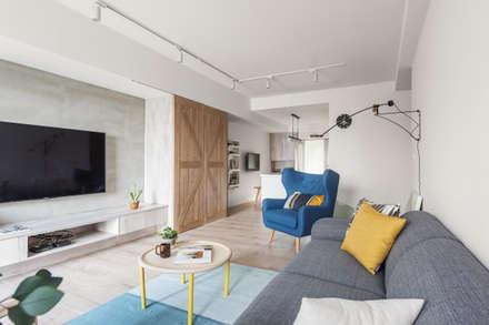 scandinavian Living room by 寓子設計