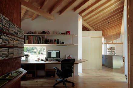 矩のつらなり: 池田雪絵大野俊治 一級建築士事務所が手掛けた書斎です。