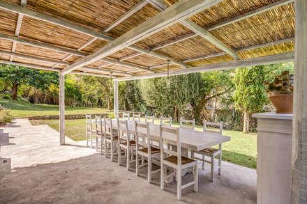 VILLINO (PORTO ERCOLE - GR): Giardino in stile in stile Classico di Studio Guerra Sas