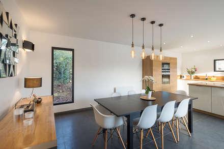 Projet Abbé Alix: Salle à manger de style de style Moderne par Eline Sango Architetcure
