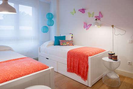 Habitación Juvenil Doble: Habitaciones De Niñas De Estilo De Estibaliz  Martín Interiorismo