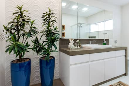 Banheiro Social: Banheiros modernos por escritorio de arquitetura karina garcia