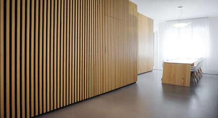 Apartment renovation in Turin: Sala da pranzo in stile in stile Minimalista di Edoardo Pennazio