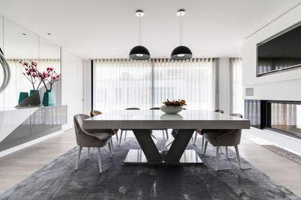 Sala de Jantar: Salas de jantar modernas por UNISSIMA Home Couture