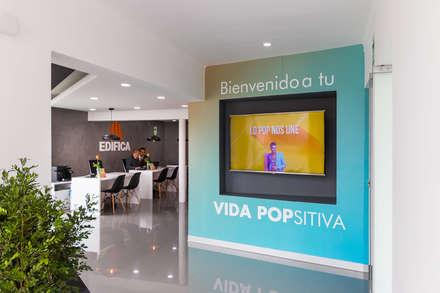 Sala de ventas Stelar: Centros de exhibición de estilo  por SXL ARQUITECTOS