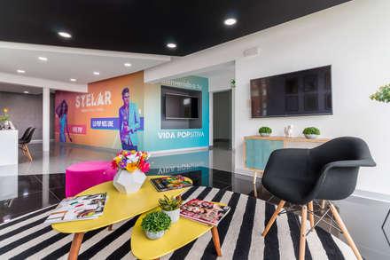 Sala de ventas Stelar: Oficinas y Tiendas de estilo  por SXL ARQUITECTOS