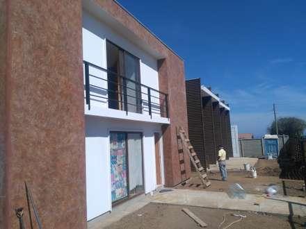 cabañas El Quisco: Hoteles de estilo  por LF  contratista en construccion integral