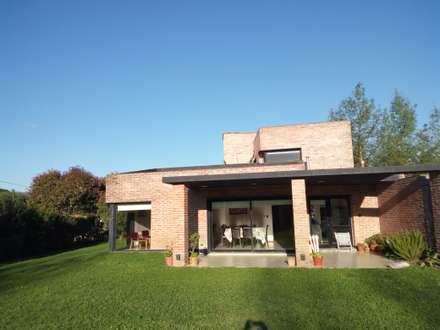 Vivienda Unifamiliar residencial: Casas de estilo minimalista por Marcelo Manzán Arquitecto