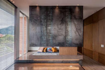 CHIMNEY: Salas de estilo minimalista por Martínez Arquitectura