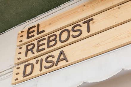 El rebost d'Isa: Espacios comerciales de estilo  de Hidràulica Disseny