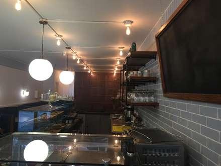 Bar : Comedores de estilo ecléctico por Bustos + Quintero arquitectos