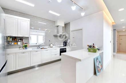 moderne Küche von 코원하우스