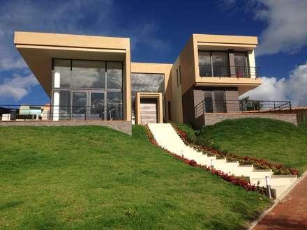 moderne Häuser von Arquitectos y Entorno S.A.S