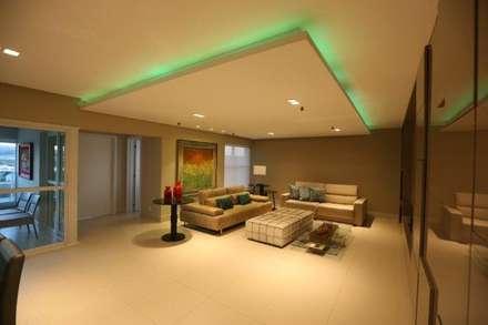أجهزة إلكترونية تنفيذ Arquiteta Carol Algodoal Arquitetura e Interiores