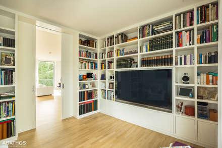Neubau einer Villa in Ostbelgien: moderner Multimedia-Raum von Architekturbüro Sutmann
