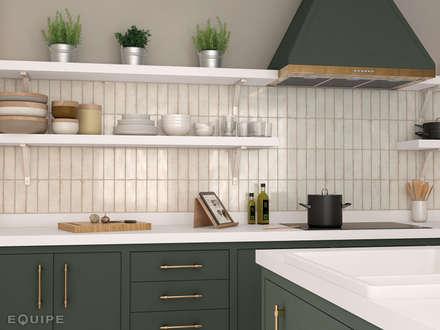 Vestige Gesso 6,5x20 cm.: Cocinas de estilo rural de Equipe Ceramicas