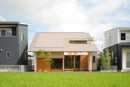 柿碕の家: 神谷建築スタジオが手掛けた家です。