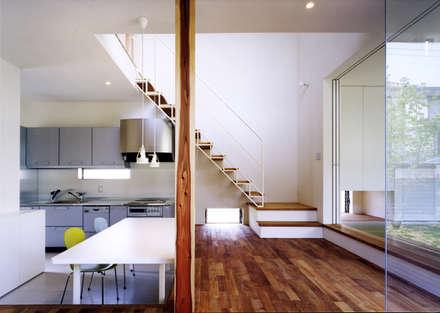 眺める家: 小川建築工房が手掛けた寝室です。