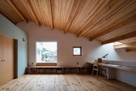 Oficinas de estilo  por 内海聡建築設計事務所