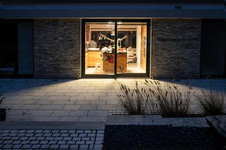 Casa Mediterrana:  Terrasse von seltra Natursteinhandel GmbH