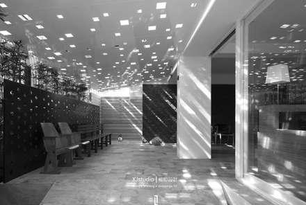 GLIMPSE OF LIGHT:  診所 by 相即設計有限公司