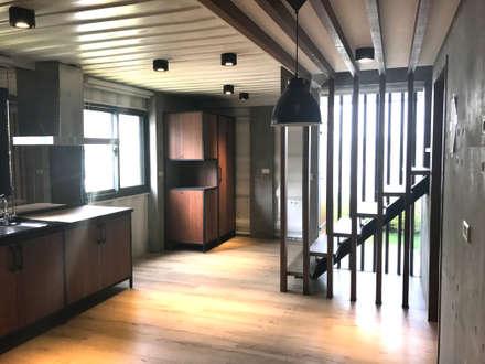 鹿谷貨櫃住宅:  廚房 by 石方室內裝修有限公司