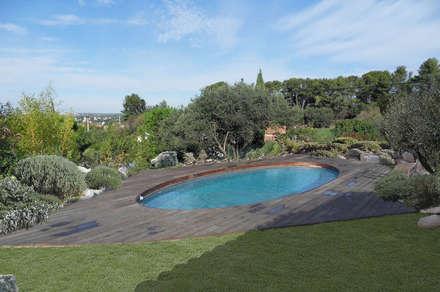 La piscine: Piscine de style de style Méditerranéen par Grégory Cugnet ARCHITECTE
