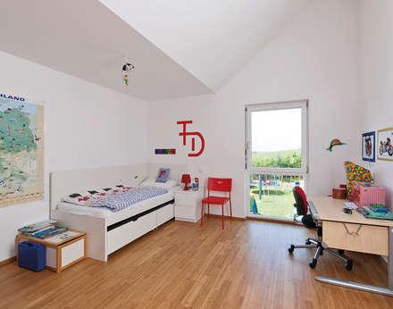 Kinderzimmer Im Oberen Kubus Mit Ausgang Nach Draussen: Kinderzimmer Junge  Von KitzlingerHaus GmbH U0026 Co