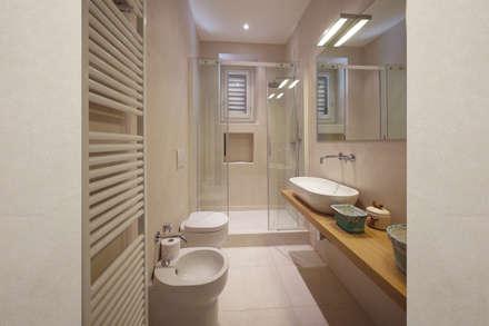 Ristrutturazione Appartamento Storico a Firenze: Bagno in stile in stile Moderno di JFD - Juri Favilli Design
