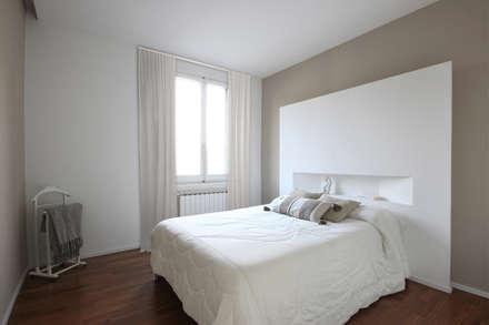 Ristrutturazione Completa di una Casa a Firenze: Camera da letto in stile in stile Minimalista di JFD - Juri Favilli Design