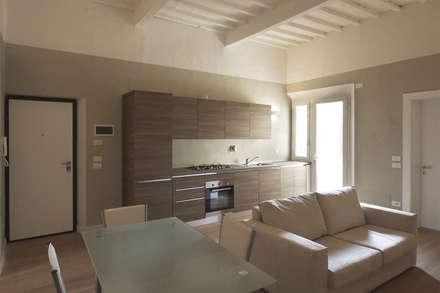 Ristrutturare Casa e ricavare la seconda Camera: Cucina in stile in stile Rustico di JFD - Juri Favilli Design