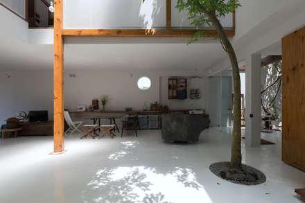 MA HOUSE:  Nhà bếp by GERIRA ARCHITECTS