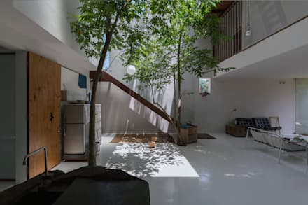 MA HOUSE:  Hành lang by GERIRA ARCHITECTS