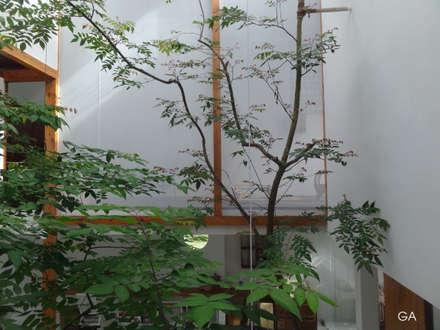 MA HOUSE:  Tường by GERIRA ARCHITECTS